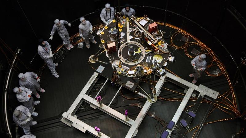 NASA's Mars mission nears risky landing