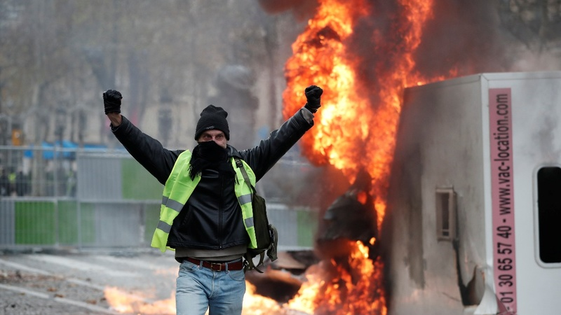 French police clash with protesters in Paris