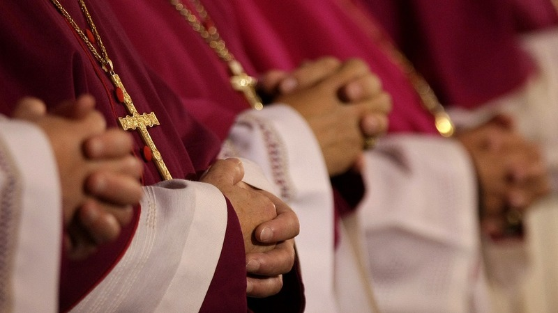 Pope to gay clergy: Stay celibate or get out
