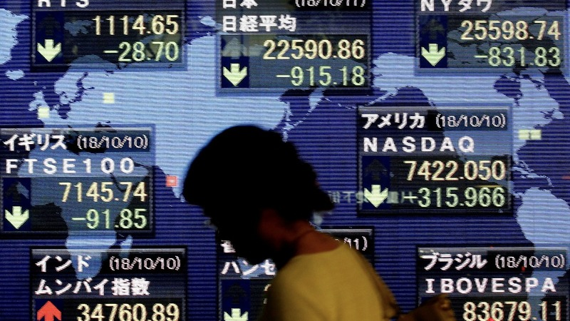 Global markets plunge amid fears of new U.S.-China rift