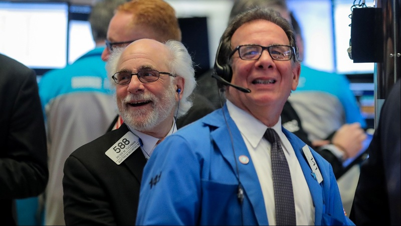 Tech leads market comeback from trade worries