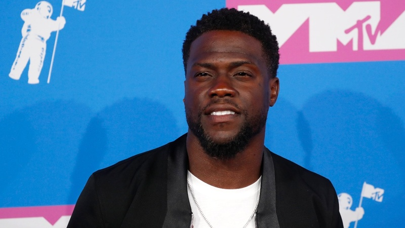 Kevin Hart quits as Oscar host over old tweets