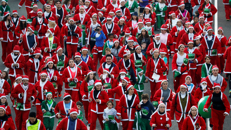 INSIGHT: Thousands of Santas race through Madrid