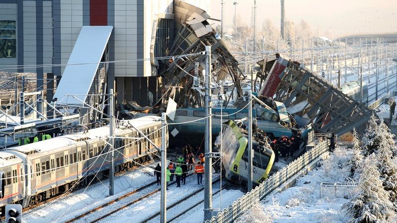Turkey train crash kills 9, scores injured