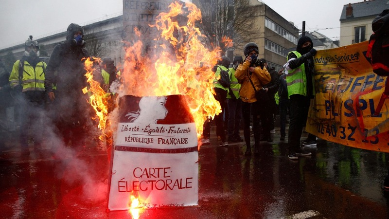 France faces 'yellow vests' for a fifth week