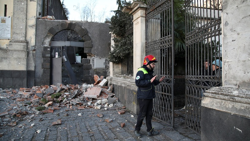 Earthquake hits Sicily after Etna erupts