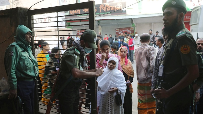 Bangladesh election violence kills 17 people
