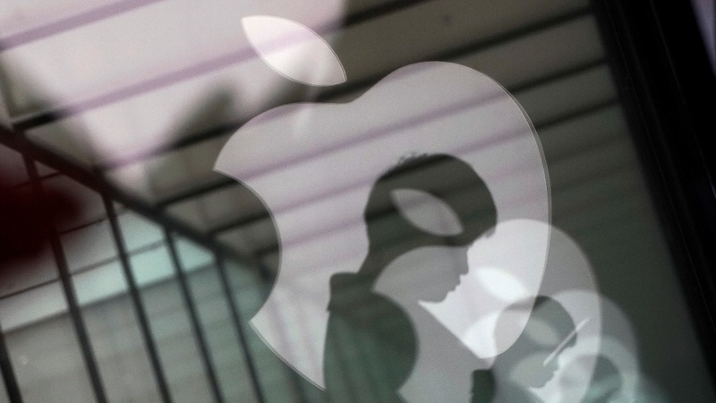 Apple shares sink as China gamble backfires