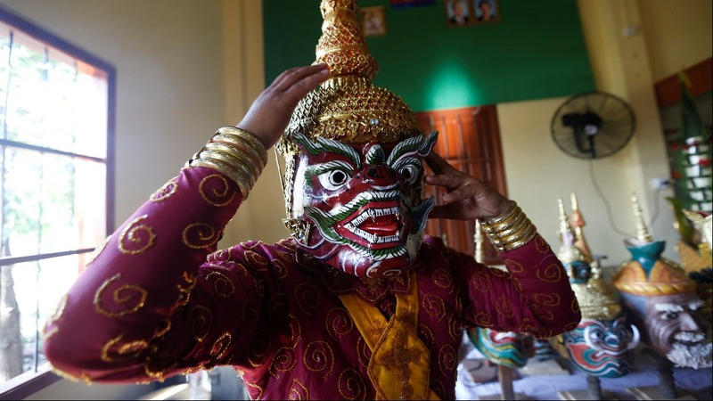 Cambodians fight to preserve ancient dance