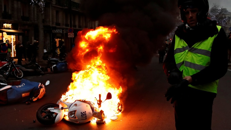 'Yellow vests' gather for first protest of 2019