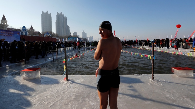 Swimmers brave subzero waters in China