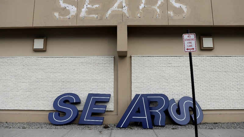 Sears reaches a deal to stay alive