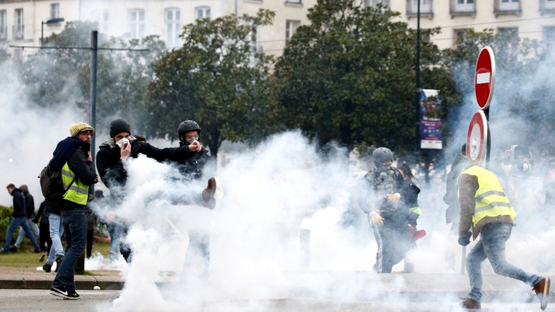 'Yellow Vests' hit with police water cannon