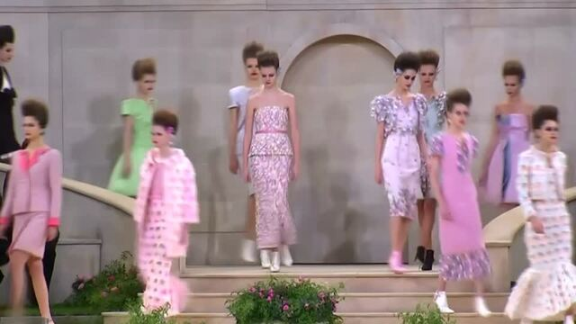 Lagerfeld on sidelines as Chanel line hits Paris catwalk