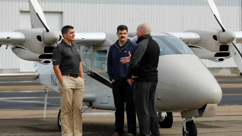 U.S. airlines tap army pilots amid growing shortage