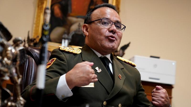 Top Venezuelan diplomat breaks with Maduro