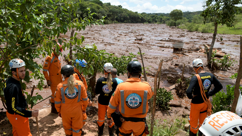 Brazil search resumes after dam collapse