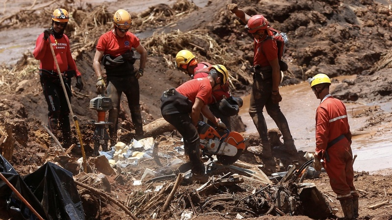 As death toll rises from Vale disaster, shares plummet