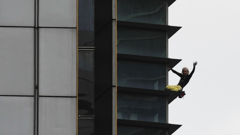 """French Spiderman"" scales building in Manila"