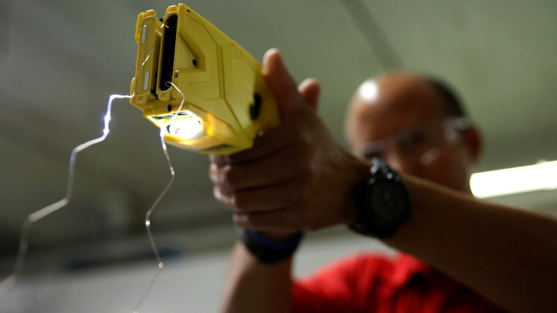 U.S. communities rethink Taser use as deaths rise