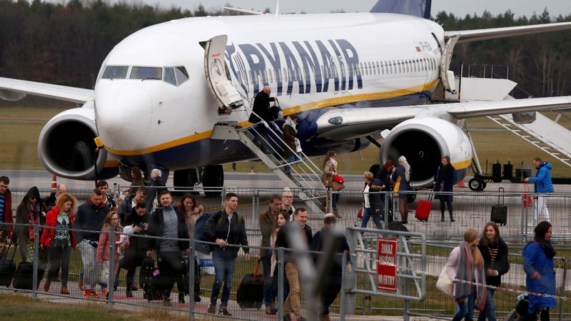 Ryanair posts loss as fares slide