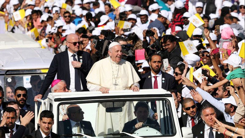 Pope holds historic mass for thousands in UAE