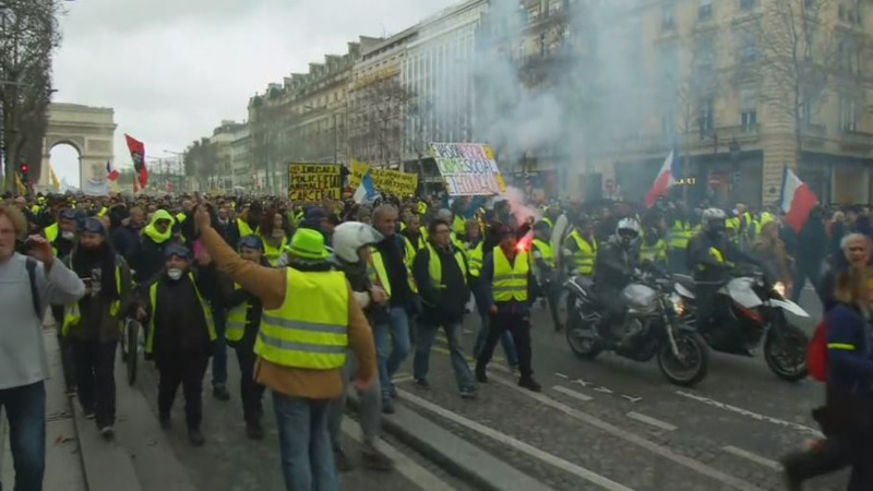 """France's """"yellow vest"""" protests rage for 13th week"""