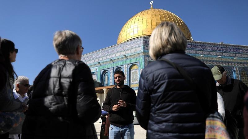 Jerusalem's dueling tour guides
