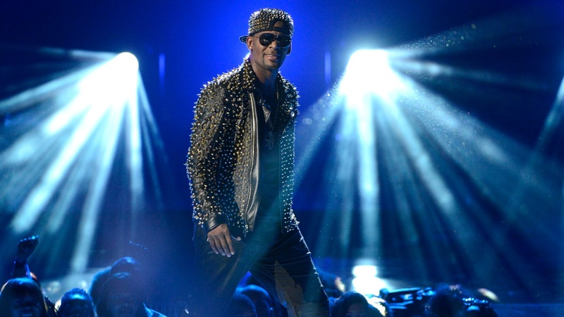 R. Kelly turns himself in to police