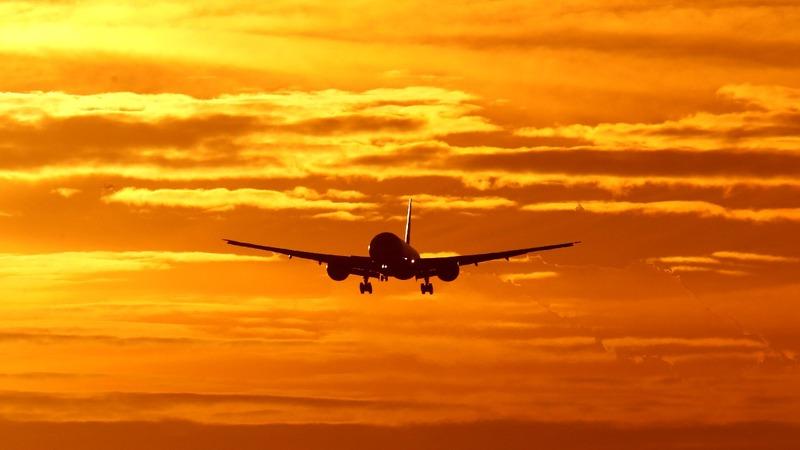 Dutch take stake in Air France KLM, shares slump