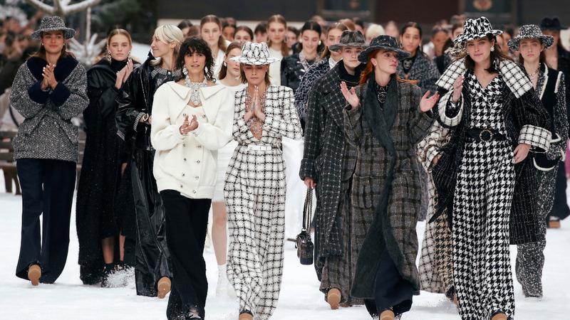 Paris fashion week remembers Chanel icon Lagerfeld