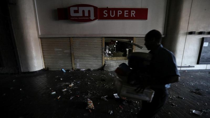 U.S. pulls diplomats from Venezuela, blackout continues
