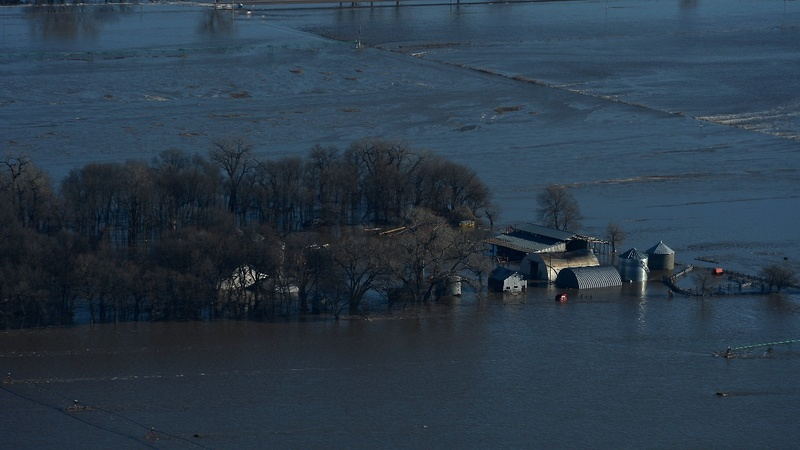 At least 3 killed in U.S. Midwest floods