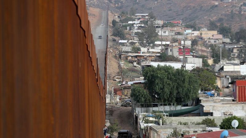 Trump threatens border closure next week