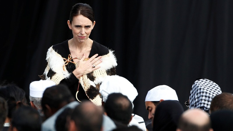 Thousands pay tribute to Christchurch victims