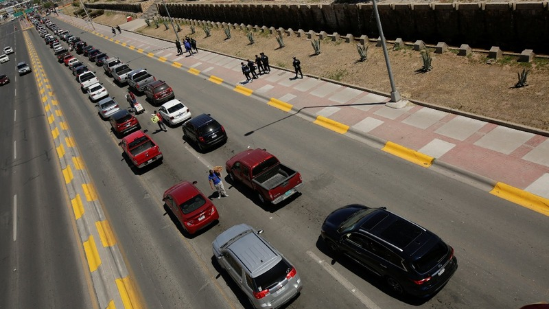 White House ramps up threat to close Mexican border