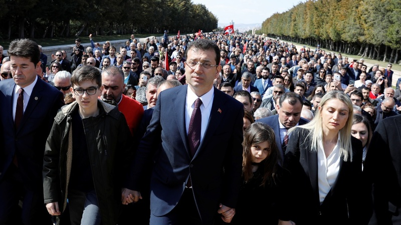 Turkish opposition demands mandate in Istanbul