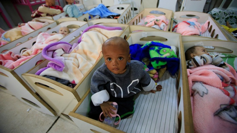 Starved infants crowd hospitals after I.S. defeat