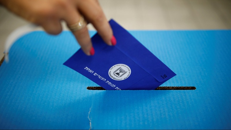 Israelis vote in referendum on Netanyahu