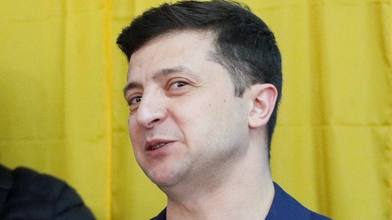 Ukrainians head to polls, comedian favorite to win