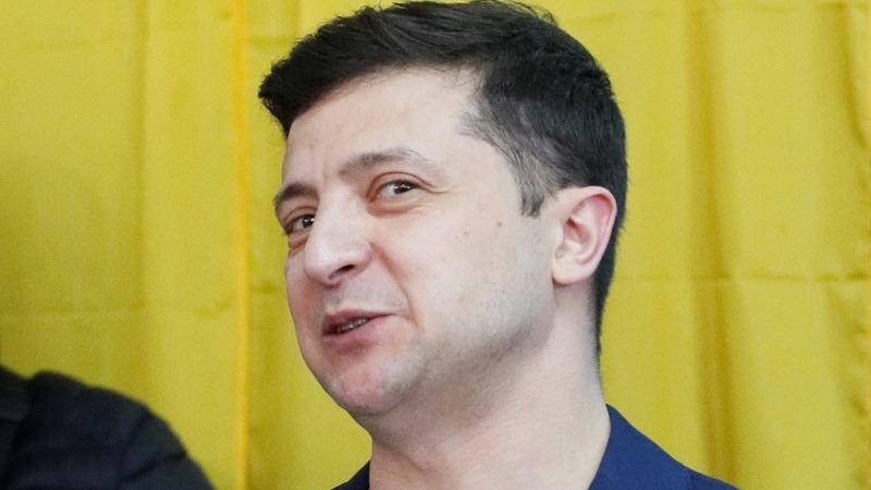 Ukrainians head to polls, comedian favorite to win