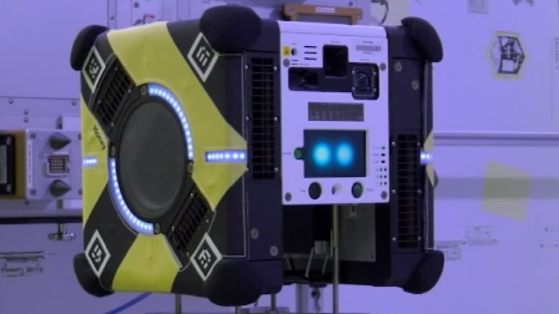 Autonomous floating robots for astronauts' chores