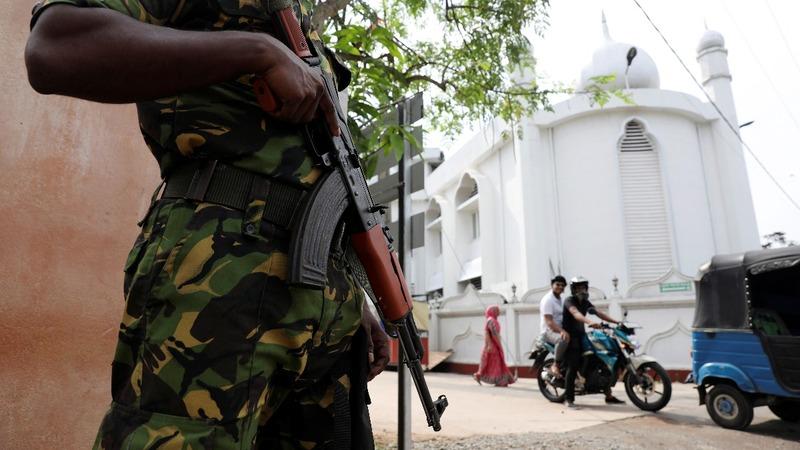 Sri Lankan police continue hunt for I.S. suspects