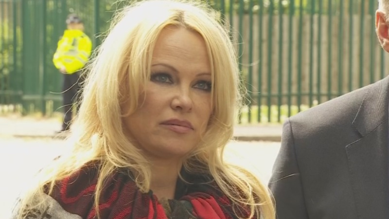 Pamela Anderson: We need to save Assange's life