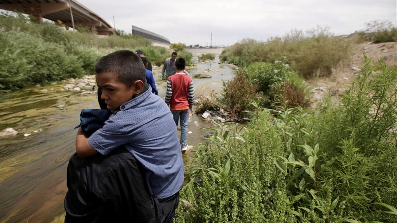 U.S. can make asylum seekers wait in Mexico: court