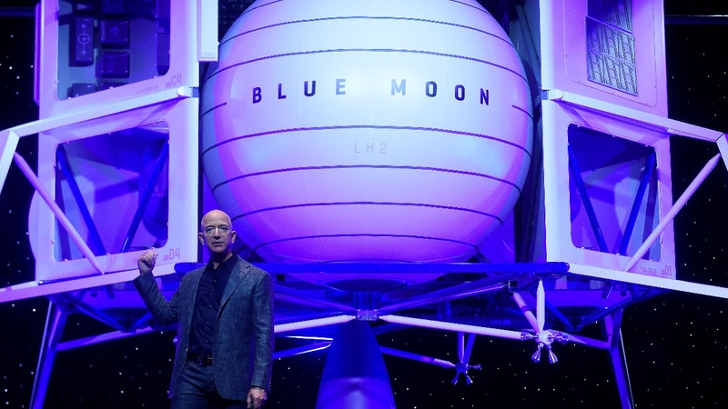 Jeff Bezos unveils moon lander mockup
