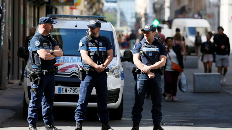 Manhunt in France for suspected suitcase bomber