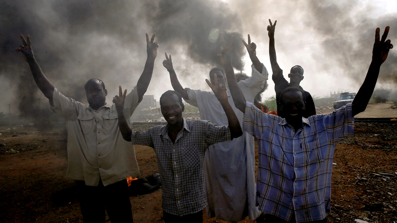 'More than 30' killed at Sudan protest site