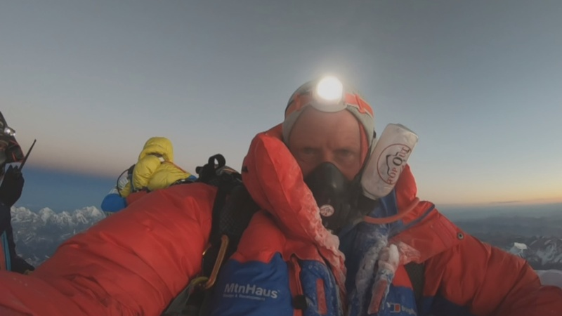 Incompetence behind Everest deaths - mountaineer