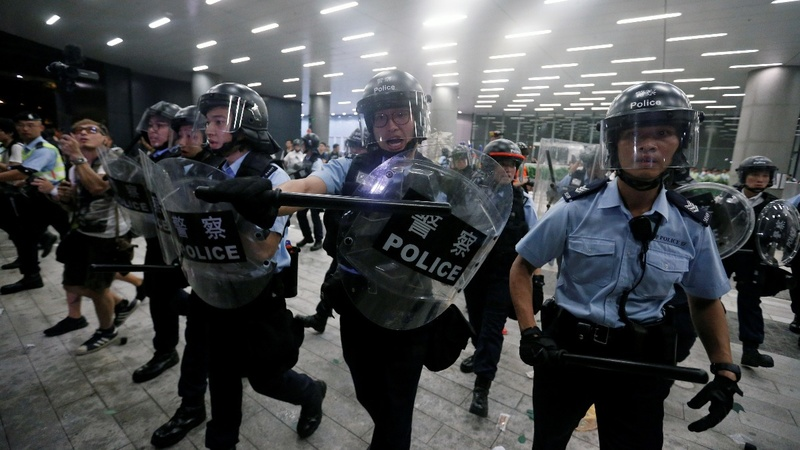 Police clashes in Hong Kong over extradition law